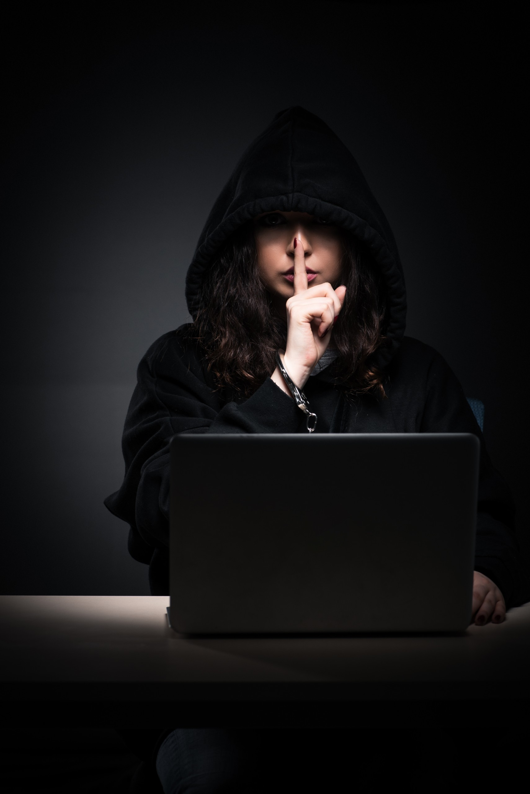 Why Criminals Love Dating Sites| Online Dating Related Crimes | Safer Date